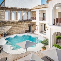 NH Collection Amistad Córdoba Hotel бассейн