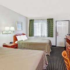 Отель Travelodge Hollywood-Vermont/Sunset Лос-Анджелес комната для гостей фото 5