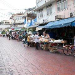 Dilokchan Hostel Бангкок парковка