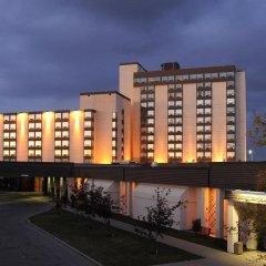 Отель Best Western Premier Calgary Plaza Hotel & Conference Centre Канада, Калгари - отзывы, цены и фото номеров - забронировать отель Best Western Premier Calgary Plaza Hotel & Conference Centre онлайн вид на фасад