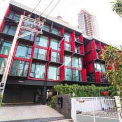 Отель Sleepbox Sukhumvit 22 Бангкок вид на фасад