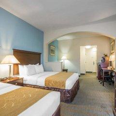 Отель Comfort Suites Tulare комната для гостей фото 4