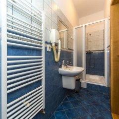 Отель Hostel Mango Чехия, Прага - 7 отзывов об отеле, цены и фото номеров - забронировать отель Hostel Mango онлайн ванная фото 2