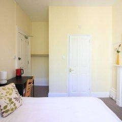 Отель Lichfield House сейф в номере