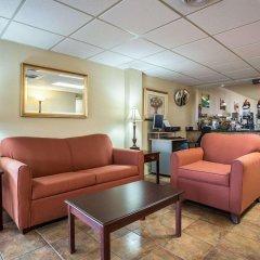 Отель Quality Inn And Suites Monroe интерьер отеля