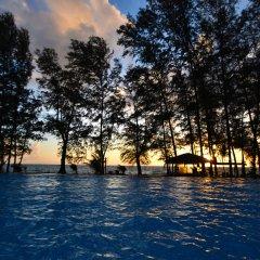 Отель Long Beach Chalet Таиланд, Ланта - отзывы, цены и фото номеров - забронировать отель Long Beach Chalet онлайн бассейн фото 3