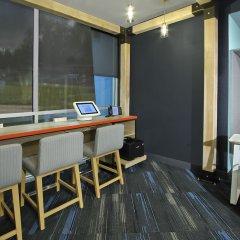 Отель Tru By Hilton Meridian балкон