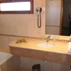 Отель El Oumnia Puerto Марокко, Танжер - отзывы, цены и фото номеров - забронировать отель El Oumnia Puerto онлайн ванная