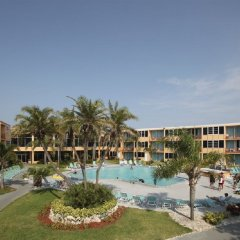 Отель Dolphin Beach Resort бассейн