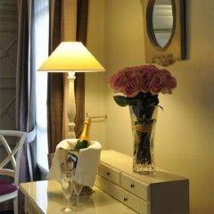 Отель Royal Hotel Paris Champs Elysées Франция, Париж - отзывы, цены и фото номеров - забронировать отель Royal Hotel Paris Champs Elysées онлайн удобства в номере фото 2