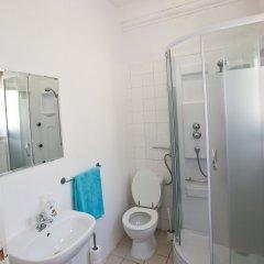 Отель Tagus Palace Hostal Португалия, Лиссабон - отзывы, цены и фото номеров - забронировать отель Tagus Palace Hostal онлайн ванная