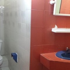 Отель P.O. Guesthouse Pattaya Beach ванная