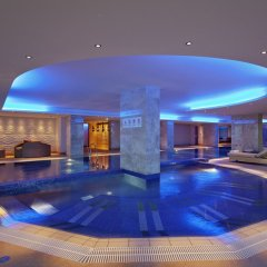Отель Hilton Baku бассейн