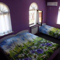 Гостиница Guest House on Solnechnaya 13 в Ольгинке отзывы, цены и фото номеров - забронировать гостиницу Guest House on Solnechnaya 13 онлайн Ольгинка комната для гостей фото 4