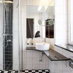 Отель Scandic Stortorget Швеция, Мальме - отзывы, цены и фото номеров - забронировать отель Scandic Stortorget онлайн ванная