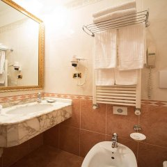Отель Dei Consoli Hotel Италия, Рим - 3 отзыва об отеле, цены и фото номеров - забронировать отель Dei Consoli Hotel онлайн ванная