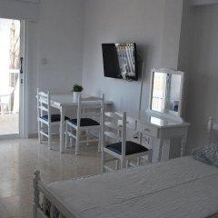 Апартаменты Flisvos Beach Apartments в номере