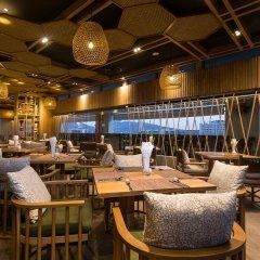 Oakwood Hotel Journeyhub Phuket интерьер отеля