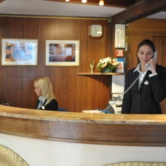 Hotel La Fenice Et Des Artistes интерьер отеля фото 3