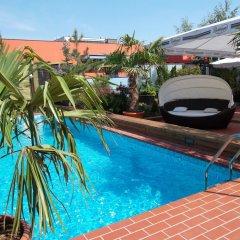 Ramada Hotel & Suites Bucharest North бассейн