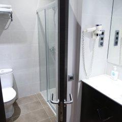 Отель Hostal Flores Барселона ванная