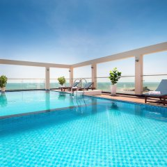 Отель Corvin Hotel Вьетнам, Вунгтау - отзывы, цены и фото номеров - забронировать отель Corvin Hotel онлайн бассейн фото 3