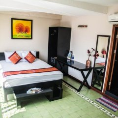 Отель Vietnam Backpacker Hostels Downtown Ханой сейф в номере