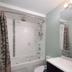 Отель Capilano Forest Little House Канада, Аптаун - отзывы, цены и фото номеров - забронировать отель Capilano Forest Little House онлайн ванная