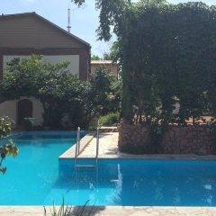 Отель Клуб Стрелецъ Кыргызстан, Бишкек - отзывы, цены и фото номеров - забронировать отель Клуб Стрелецъ онлайн бассейн