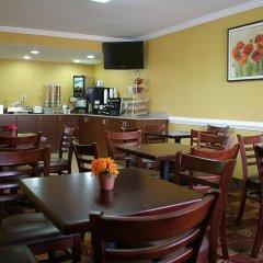 Отель Best Western Center Inn США, Вирджиния-Бич - отзывы, цены и фото номеров - забронировать отель Best Western Center Inn онлайн гостиничный бар