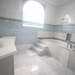 Отель Summer Breeze Vacation Home Ямайка, Монтего-Бей - отзывы, цены и фото номеров - забронировать отель Summer Breeze Vacation Home онлайн ванная фото 2