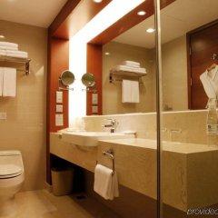 Отель Holiday Inn Shenzhen Donghua Китай, Шэньчжэнь - отзывы, цены и фото номеров - забронировать отель Holiday Inn Shenzhen Donghua онлайн ванная