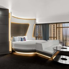 V Hotel Dubai, Curio Collection by Hilton комната для гостей