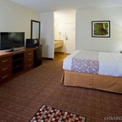 Отель La Quinta Inn Minneapolis Airport Блумингтон комната для гостей