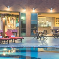 Отель Four Points by Sheraton Bur Dubai бассейн