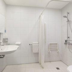 Отель Holiday Inn Express Frankfurt City Hauptbahnhof ванная фото 5