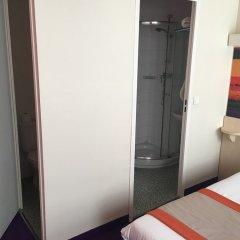 Comfort Hotel Paris La Fayette сейф в номере