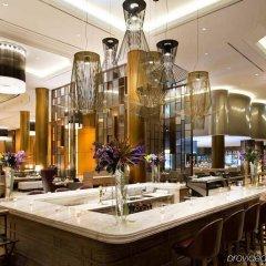 Отель Millennium Hilton Seoul Южная Корея, Сеул - 1 отзыв об отеле, цены и фото номеров - забронировать отель Millennium Hilton Seoul онлайн гостиничный бар