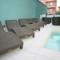 Отель Residence Beach Paradise Римини бассейн