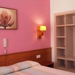 Отель Hostal El Castell сейф в номере