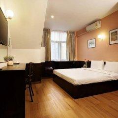 Отель Baan Namtarn Guest House Бангкок сейф в номере