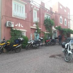 Отель Maison d'Hôtes Dar Farhana Марокко, Уарзазат - отзывы, цены и фото номеров - забронировать отель Maison d'Hôtes Dar Farhana онлайн парковка