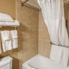 Отель Quality Inn & Suites Denver Stapleton ванная