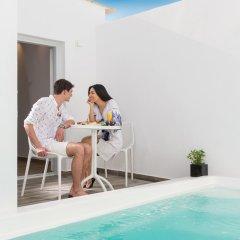 Отель Mediterranean Beach Palace Hotel Греция, Остров Санторини - отзывы, цены и фото номеров - забронировать отель Mediterranean Beach Palace Hotel онлайн бассейн фото 2