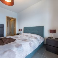 Отель Seafront Luxury Apartment With Pool Мальта, Слима - отзывы, цены и фото номеров - забронировать отель Seafront Luxury Apartment With Pool онлайн комната для гостей фото 2
