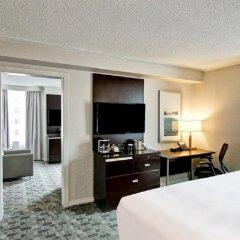 Отель DoubleTree by Hilton Hotel Toronto Downtown Канада, Торонто - отзывы, цены и фото номеров - забронировать отель DoubleTree by Hilton Hotel Toronto Downtown онлайн удобства в номере фото 2