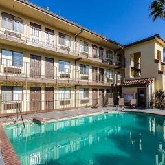 Отель Red Roof Inn Tulare - Downtown/Fairgrounds бассейн фото 2