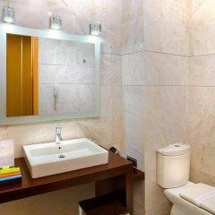 Отель Silken Puerta de Valencia Испания, Валенсия - 5 отзывов об отеле, цены и фото номеров - забронировать отель Silken Puerta de Valencia онлайн ванная