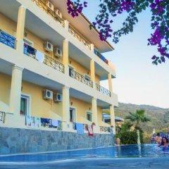 Alonakia Hotel бассейн