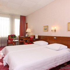Отель Ibis Genève Centre Nations сейф в номере